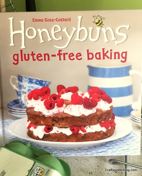 Great British Bake Off Biscuit Honeybuns book